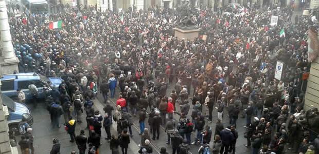 """Se questo articolo ti è piaciuto, condividilo!La manifestazione a carattere nazionale di oggi 9 dicembre 2013 non è semplicemente la protesta dei """"Forconi"""", né è mai stata denominata """"Movimento dei Forconi"""" o altro, bensì semplicemente […]"""