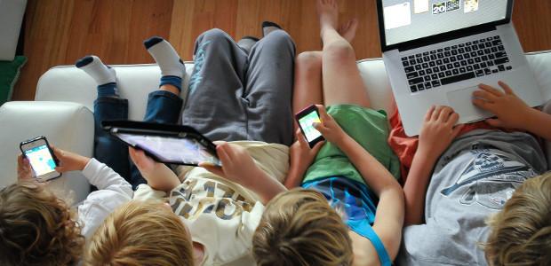 """Se questo articolo ti è piaciuto, condividilo!22SharesL'analisi preliminare dei questionari compilati da bambini e adolescenti, nell'ambito del progetto di rilevazione """"Generazione Z"""", fornisce già importanti indicazioni sui meccanismi di adesione, sul contesto sociale e tecnologico […]"""