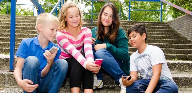 Sondaggio dedicato alla cosiddetta Generazione Z, quella dei bambini e ragazzi nati fra il 1996 e il 2010, cresciuti con le moderne tecnologie digitali iperconnesse, iPhone, Facebook, Whatsapp e Instagram. Il questionario è assolutamente anonimo […]