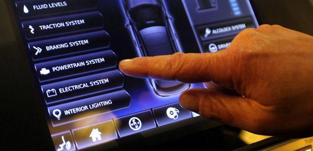 Se questo articolo ti è piaciuto, condividilo!Se entriamo in un concessionario Mercedes, BMW, Audi o Infiniti possiamo ammirare automobili ultramoderne, lussuose e ipertecnologiche. I numerosi gadget digitali di cui sono dotati sempre più veicoli sul […]